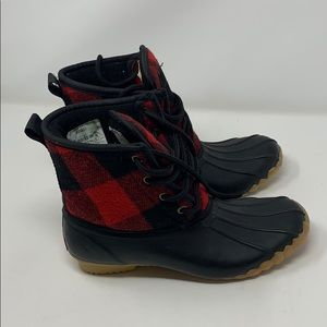 Chooka red plaid buffalo duck ankle boots size 6
